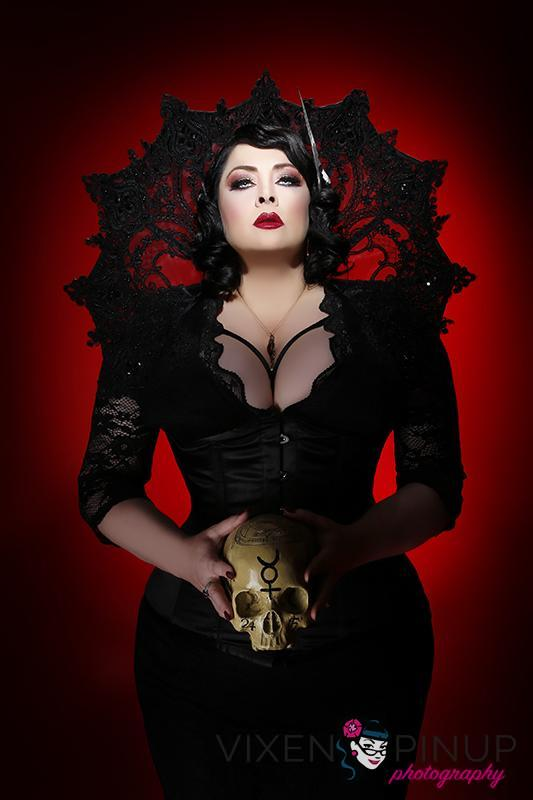 Dark Glamour Skull Gothic Beauty